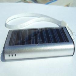 хороший внешний аккумулятор на солнечных и не только батарейках