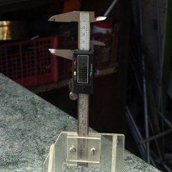 Измеритель высоты вылета пильного диска или фрезы