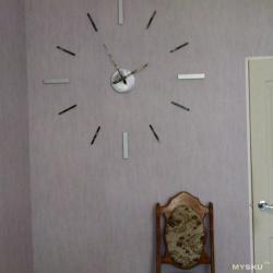 Интерьерные настенные часы диаметром 1метр 20см. Изготавливаем из того, что можно найти дома.