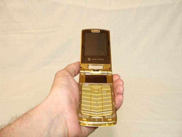 Телефон в руке 1
