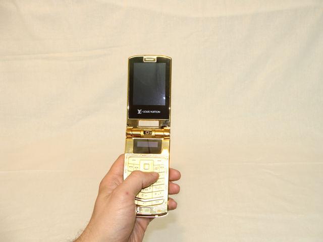 Телефон в руке 2