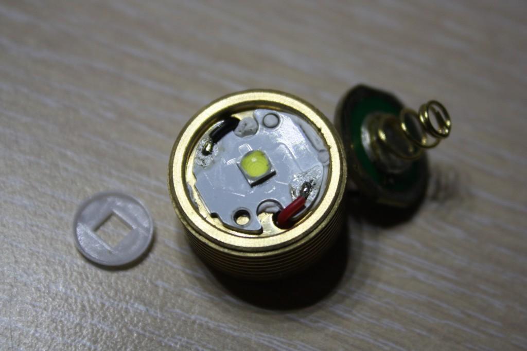 Utorch CREE XPL V6. Разбор фонарика с распродажи