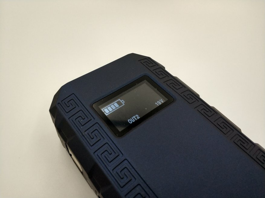 Desen Q8S - Автомобильное пусковое устройство : 13500 мА·ч, пусковой ток 400 A, 12/16/19 В